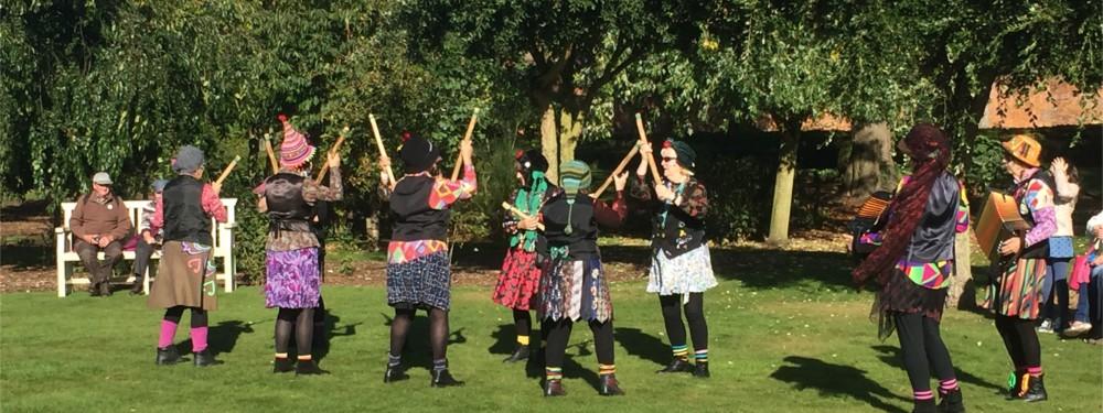 apple-day-morris-dancers