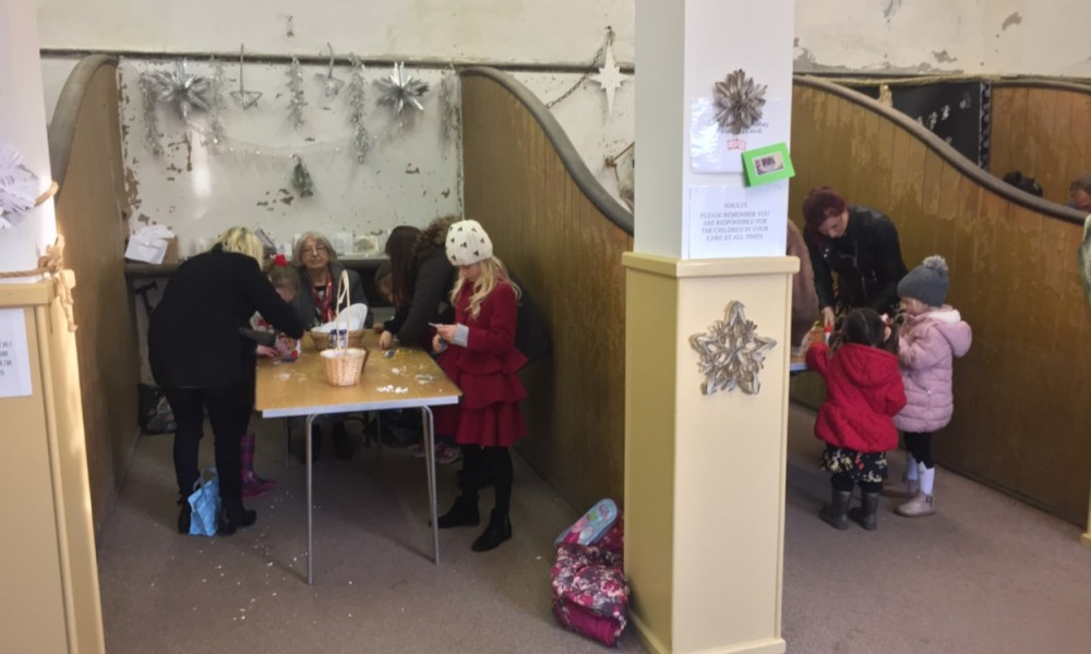 calke-abbey-christmas-crafts-in-stables